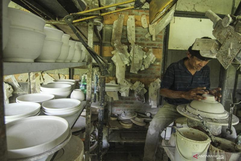 antarafoto produksi keramik rumahan 21092021 ada 1